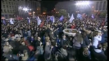 Primeiro-ministro grego reconhece vitória de partido de esqueda nas eleições legislativas - Durante a campanha, os esquerdistas prometeram aumentar o salário mínimo, abolir alguns impostos para os mais pobres e negociar a dívida externa.