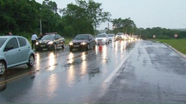 Quatro veículos se envolvem em acidente na avenida das Cataratas - O acidente aconteceu porque um dos motoristas teria feito uma conversão irregular.