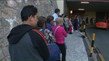 Greve dos motoristas e cobradores atinge o atendimento nos hospitais em Curitiba - Vários funcionários não foram trabalhar devido a paralisação, resultando em filas e tumulto.