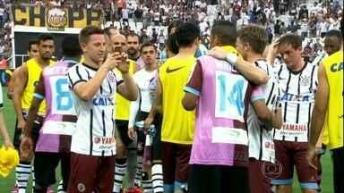 Em tarde histórica, Corinthians bate xará inglês em amistoso na Arena - Com festa e tietagem, Timão faz 3 a 0 em cima do Corinthian-Casuals