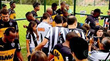 Jogadores e torcedores do Atlético-MG já estão ansiosos pela estreia no Mineiro - Após quase dois meses, a bola volta a rolar, oficialmente, para os times mineiros neste domingo.