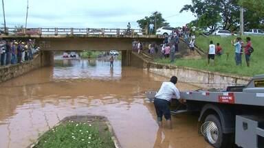 Chuva causa prejuízos em Conquista; veja na previsão do tempo desta segunda-feira (26) - As informações são da capital e do interior do estado.