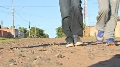 Trajeto para escola preocupa pais de alunos da capital - Ruas sem asfalto, falta de sinalização e calçadas são algumas das reclamações
