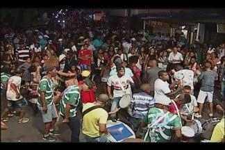 Escola Garotos do Samba já se prepara para desfile no Carnaval - Ensaio de domingo foi aberto à população. Grupo deve ir para avenida com 80 integrantes.