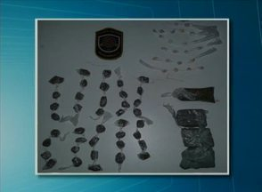 Jovem é presa suspeita de praticar tráfico de drogas em Quipapá, na Mata Sul - Na casa dela, foram encontradas cerca de 22 pedras de crack, além de 40 porções de maconha e sementes da droga.
