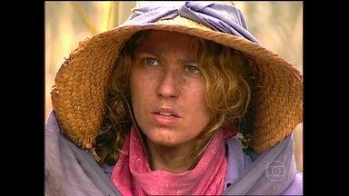 Luana descobre que será mandada embora da fazenda - A moça explica que se defendeu de um abuso e decide ir embora