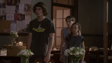 Pedro e Tomtom empatam o encontro de Delma e Nando - O rapaz faz uma cena de ciúmes e Delma manda os dois embora