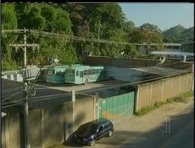 Moradores de Brejal, em Petrópolis, RJ, reclamam da falta de ônibus no local - Moradores de Brejal, em Petrópolis, RJ, reclamam da falta de ônibus no local.