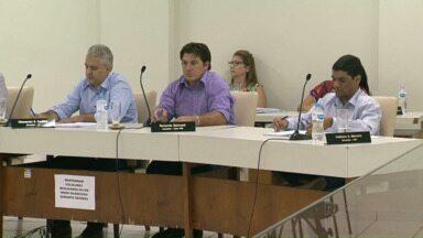 Vereadores de Umuarama reprovam projeto que aumentaria salários deles e do prefeito - Foi aprovado apenas o projeto que aumentava o salário dos servidores municipais.