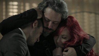 Zé faz pacto com Lucas e Du - O filho promete que não vai contar a ninguém que o pai está vivo