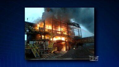 Vídeo mostra incêndio em estrutura dentro da área da Vale em São Luís - Internauta mostra o momento em que as chamas consumiam edificação.Assessoria diz que fato ocorreu na madrugada e que ninguém ficou ferido.