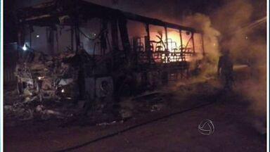 Ônibus é incendiado em Cuiabá - Ônibus é incendiado em Cuiabá