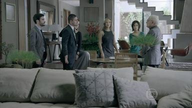 Clara, Pedro e Lucas descobrem que Marta e Silviano escondem um segredo - Maurílio pressiona a noiva para saber a verdade e afirma que não roubou o álbum da casa do mordomo. Clara escuta uma conversa entre a mãe e Silviano