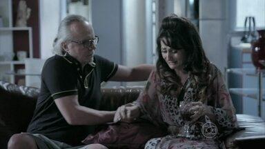 Magnólia sente falta de Robertão e Maria Isis - Beatriz convida Maria Isis para jantar em sua casa
