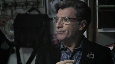 Téo não aceita suborno de Maurílio - Blogueiro promete não publicar nada sobre o casamento de Marta com Silviano