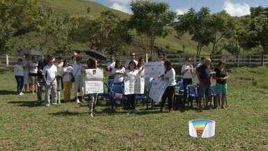 Católicos rezam por chuva às margens da represa do Jaguari - Fiéis fizeram celebração na manhã deste domingo (8) em São José.