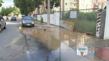 Vazamento interrompe abastecimento de água na zona sul de São José - Problema começou na manhã deste domingo (7) no bairro Parque Industrial.