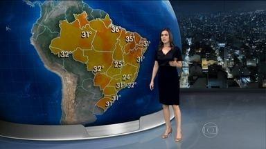 Clima na terça-feira (10) vai começar abafado em grande parte do Brasil - Pode fazer até 31ºC em Florianópolis e São Paulo. O tempo fica aberto entre o Espírito Santo e o Ceará.