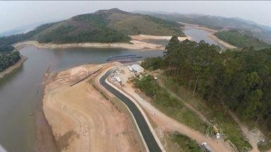 Sistema Cantareira pode ficar totalmente sem água em julho - O Sistema Cantareira, que abastece a região metropolitana de São Paulo, pode ficar sem água em julho se chover abaixo da média. É o que mostra uma projeção do Centro Nacional de Monitoramento de Desastres Naturais.