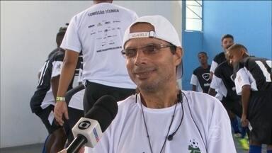 Conheça a história de Fábio Américo, treinador do Vila Kennedy na Taça das Favelas - Treinador foi zagueiro do Atlético-PR e ficou paraplégico em um acidente de carro.