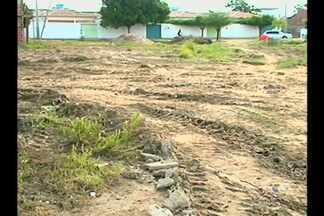 Moradores do bairro Dom Avelar comemoram fim de matagal - Mas ainda há uma outra melhoria que os moradores reivindicam para o local