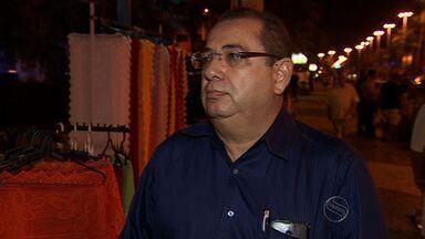 Ambulantes da orla de Atalaia têm até sexta-feira para sair do local - Comerciantes que vendem no calçadão da orla de Atalaia em Aracaju que não estão regularizados foram notificados pela Empresa Sergipana de Turismo.