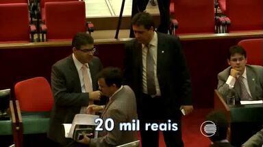 Em meio a uma crise econômica deputados estaduais do Piauí têm reajuste de 25% - Em meio a uma crise econômica deputados estaduais do Piauí têm reajuste de 25%