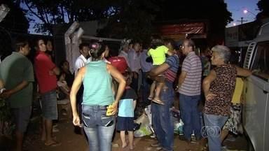 Moradores protestam e pedem reabertura de Cais no Setor Urias Magalhães, em Goiânia - Moradores protestam e pedem reabertura de Cais no Setor Urias Magalhães, em Goiânia. O local está fechado há 1 ano.