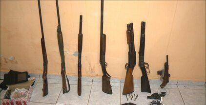 19 pessoas são presas em operação policial no sertão da Paraíba - Mais de 20 armas foram apreendidas com os acusados.