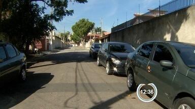 Cinco são detidos após assalto com família feita refém em São José, SP - Crime aconteceu na noite desta quarta-feira (11) no Jardim das Indústrias. Assaltantes invadiram casa e fizeram três reféns; ninguém ficou ferido.