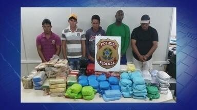 PF apreende 160 kg de cocaína em balsa no Rio Solimões, no AM - Droga foi encontrada dentro de bolsas em porão de embarcação.Cinco pessoas foram presas em flagrante, informou a Polícia Federal.