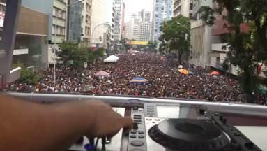 O desfile de nossa história carnavalesca (parte 2) - Programa viaja de 1910 a 2015 para comprovar que Curitiba tem, sim, carnaval.