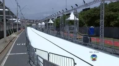 Novo sambódromo em Sorocaba deve receber 6 mil pessoas durante desfiles - Seis mil pessoas são esperadas no sambódromo de Sorocaba (SP) para o desfile das escolas de samba. Este ano o sambódromo da cidade está em novo endereço: o Parque das Águas.