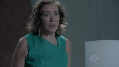 Maria Marta defende Silviano - Maria Clara questiona a mãe