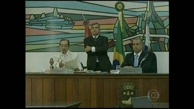 Vereadores discutem criação de CPI para investigar enriquecimento do prefeito Arlei Rosa - Vereadores de Teresópolis discutiram a abertura de uma CPI para investigar o suposto enriquecimento ilícito do prefeito da cidade.
