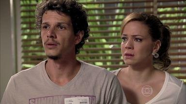 Médico diz que o estado de Cora é grave - Cris e Elivaldo ficam muito tristes ao saber que a tia corre risco de morte
