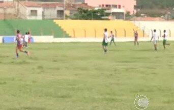 Abelhas Rainhas treinam para jogo contra equipe de Santa Catarina - Abelhas Rainhas treinam para jogo contra equipe de Santa Catarina