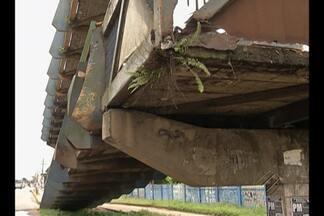 Moradores denunciam diversos problemas nas passarelas da Região Metropolitana de Belém - São problemas que vão desde a limpeza e manutenção até a presença excessiva de ambulantes, que acabam atrapalhando a circulação de pedestres.