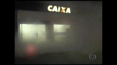 Novidade tenta combater os assaltos aos caixas eletrônicos em Campinas, SP - Um dispositivo que dispara fumaça tenta dificultar a ação dos bandidos.