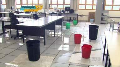 A greve dos servidores públicos afeta também as universidades estaduais do Paraná - Alunos da UEM estão sem aula por causa da greve dos professores e servidores.