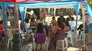 Greve dos professores continua em todo o estado - Em Cascavel, os professores estão reunidos na Avenida Brasil.