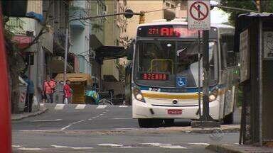 Passageiros reclamam de aumento nas passagens de ônibus de Porto Alegre - Usuários também reclamam das condições do transporte.