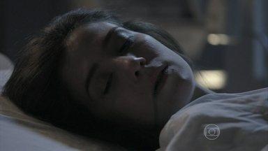 Império - Capítulo de segunda-feira, dia 23/02/2015, na íntegra - Cora morre em hospital
