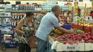 Supermercados registram falta de alguns alimentos nas prateleiras - Duas reuniões aconteceram na quarta (26) no Ministério dos Transportes em Brasília. No encontro foram selaram acordos para acabar com os bloqueios nas estradas. Após vários dias de protestos, supermercados começam a registrar falta de alimentos nas prateleiras.