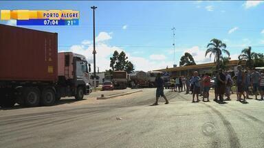 Desabastecimento afeta funcionamento da rodoviária em Pelotas, RS - Outros setores também sofrem com a greve dos caminhoneiros.