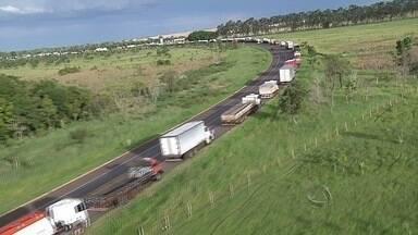 Justiça proíbe caminhoneiros de bloquearem estradas no Brasil - A Polícia Rodoviária Federal já tem um plano para cumprir a determinação. Sindicatos devem ser notificados nas próximas horas