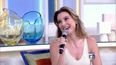 """Lavínia Vlasak comenta reprise de sua primeira novela """"O Rei do Gado"""" - Atriz revela que odiava o cabelo da personagem"""
