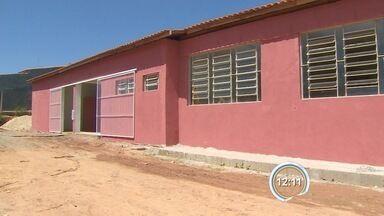 Escola de Santa Branca aguarda reforma - Escola na zona rural deve ser reformada até 15 de março, segundo a prefeitura.