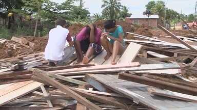 Casas são demolidas em Ariquemes - Casas são demolidas em Ariquemes.