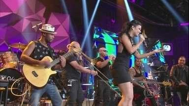 Babado Novo se apresenta no programa Altas Horas - Banda agita a plateia com a música 'Bola de sabão'